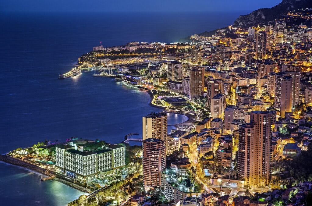海を見下ろすモナコの夜景