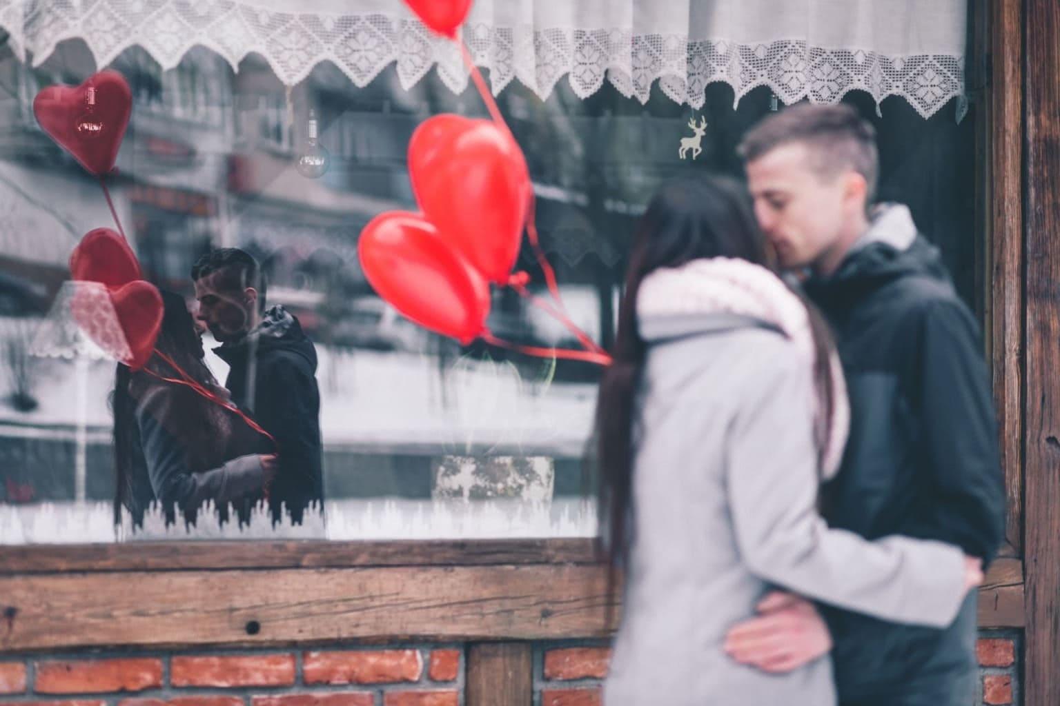 バレンタインデー、最高にときめくチョコと映画の格付け企画